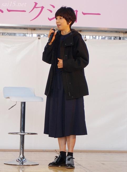 黒田知永子のブラックコーデは【Kcarat】