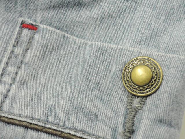 Freed Air denimの飾りボタン