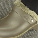 クロックス cobbler 秋冬新作を試しばきっ。赤ちゃんを抱っこしながらはけちゃいます。