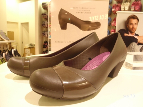 正面 crocs gianna heel w