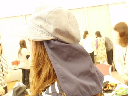 帽子ロングヘア 後ろから