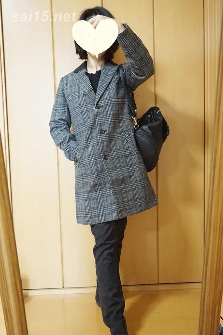 黒スキニーパンツとイマージュネット・グレンチェック コートのコーディネイト画像