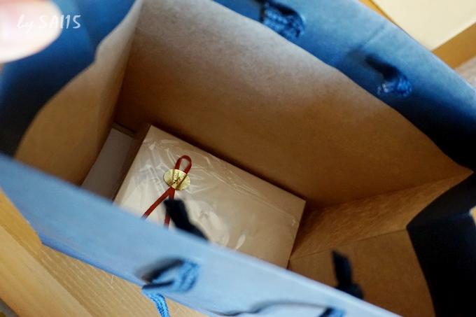 紙袋にいれます 本革オーダーメイドウォッチ (4)