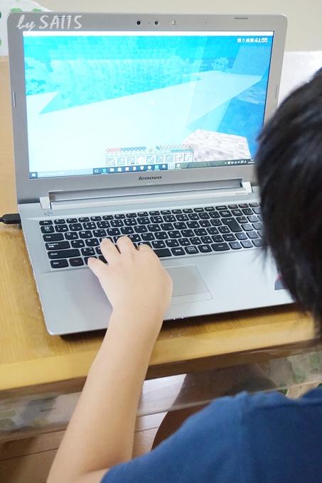 マイクラでプログラミングをする中学1年生