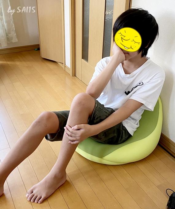 MOGU(モグ) クッション ライトグリーン シットジョイに座っている男の子